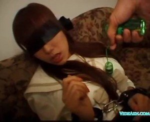 Blindfolded girl getting her pussy fucked with toy giving bl