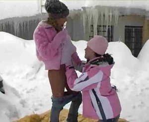 Sexy lesbians fuck in colf beautiful white snow