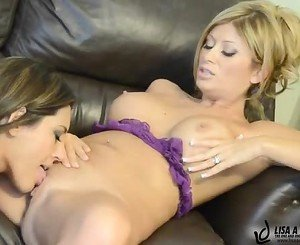 Sexy Raylene loves munching on Lisa Daniels moist clit