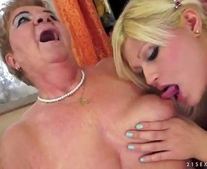 Kitty Rich lesbian with Granny Lady Bella